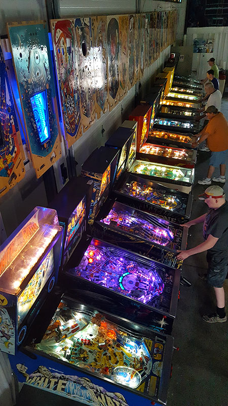 titletown-pinball-game-row-art2